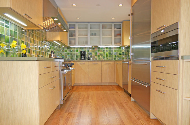 Contemporary Kitchen by BUILDER