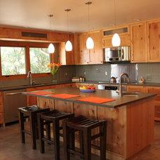 Modern Kitchen by Designers i llc