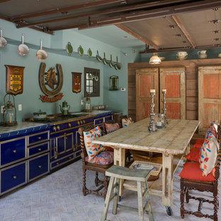 ワシントンD.C.の地中海スタイルのおしゃれなI型キッチン (フラットパネル扉のキャビネット、青いキャビネット、タイルカウンター、シルバーの調理設備の、レンガの床) の写真