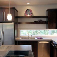 Modern Kitchen by Jordan Iverson Signature Homes