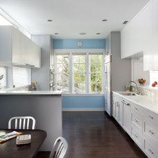 Eclectic Kitchen by Feldman Architecture, Inc.