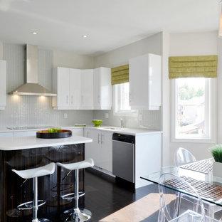 Modern inredning av ett kök, med rostfria vitvaror