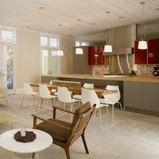 Midcentury Kitchen by Wheeler Kearns Architects