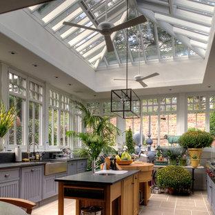 Foto de cocina de estilo de casa de campo, cerrada, con fregadero sobremueble, electrodomésticos de acero inoxidable y puertas de armario azules