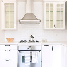 Traditional Kitchen by Matters of Space