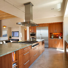 Southwestern Kitchen by Archaeo Architects