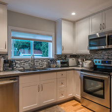 Traditional Kitchen by Alair Homes Vancouver
