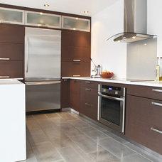 Modern Kitchen by Nouvelle Cuisine