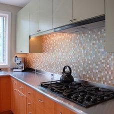 Modern Kitchen by Kitchen and Bath Studios Inc