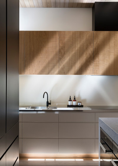 Contemporary Kitchen by smarterBATHROOMS+