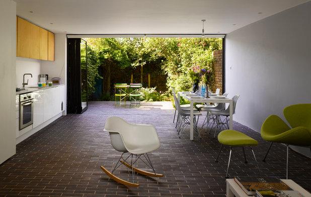 Современный Кухня by Dominic McKenzie Architects