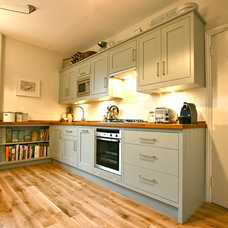 Traditional Kitchen by Laura Gompertz Interiors Ltd