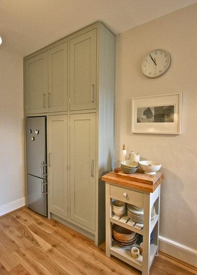 Contemporary Kitchen by Laura Gompertz Interiors Ltd