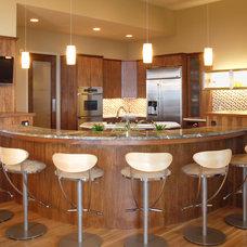 Modern Kitchen by JDL Development Inc.
