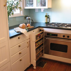 Traditional Kitchen by Lorna Saunders Interiors