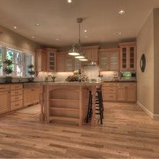 Traditional Kitchen by TTM Development Company