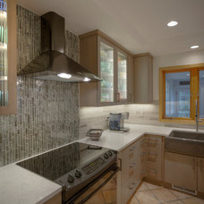 Modern Kitchen by Tony Trapp Remodeling & Repairs