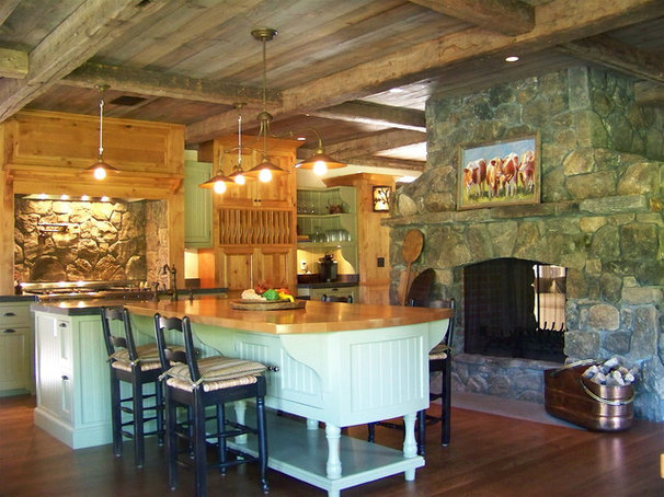 Rustic Kitchen by Vicente Burin Architects