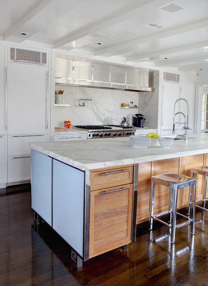 Modern Kitchen by Vicente Burin Architects