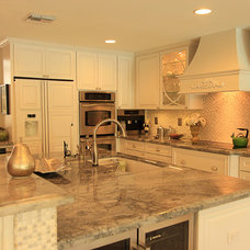 Traditional Kitchen by AmeriCabinets Express, Inc.