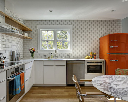 Contemporary Eat In Kitchen Ideas   Trendy L Shaped Light Wood Floor Eat