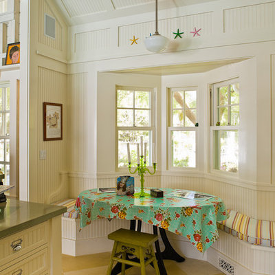 Inspiration for a country eat-in kitchen remodel in San Francisco