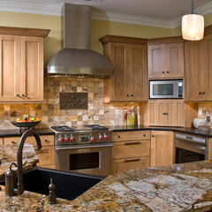 traditional kitchen by Kitchens Unlimited- Karen Kassen, CMKBD