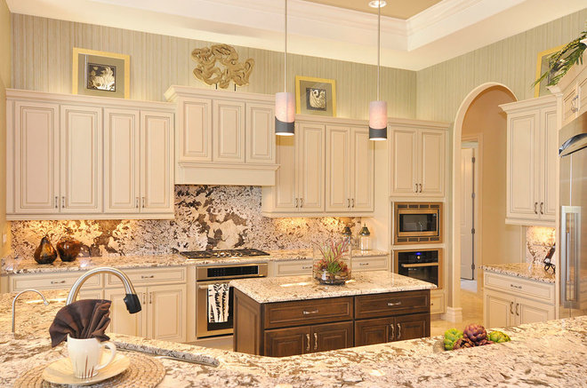 Traditional Kitchen by Harbourside Custom Homes