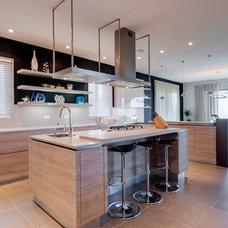 Contemporary Kitchen by DeMicoli & Associates