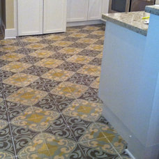 Traditional Kitchen by Villa Lagoon Tile