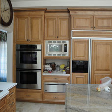 Traditional Kitchen by LIFESTYLE KITCHENS by The Kitchen Lady