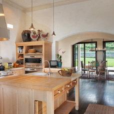 Mediterranean Kitchen by Gast Architects