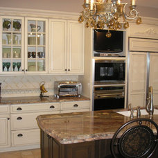 Traditional Kitchen by Angelo LoScrudato, CKD