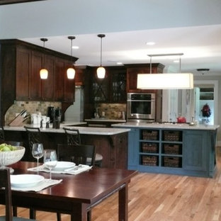 Traditional kitchen ideas - Example of a classic kitchen design in Atlanta