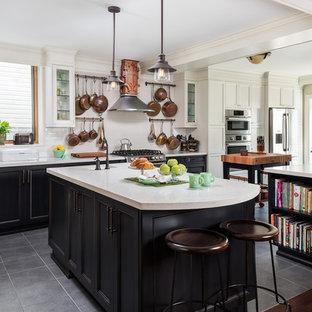 На фото: кухня в стиле современная классика с фасадами с утопленной филенкой, столешницей из кварцевого композита, белым фартуком, фартуком из керамической плитки, техникой из нержавеющей стали, черными фасадами и двумя и более островами с