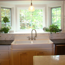 Traditional Kitchen by Darcie Sheehan, Interior Motives Staging