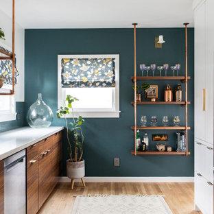 サクラメントのミッドセンチュリースタイルのおしゃれなキッチンの写真