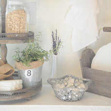 Farmhouse Kitchen by Buckets of Burlap