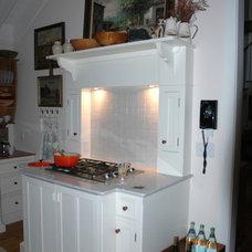 Traditional Kitchen Vintage Unfitted Kitchen Design