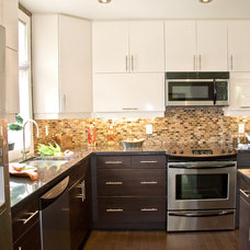 Modern Kitchen by AyA Kitchens and Baths