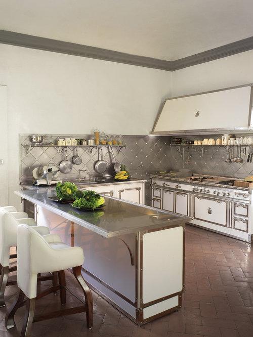 cuisine victorienne avec un lectrom nager blanc photos et id es d co de cuisines. Black Bedroom Furniture Sets. Home Design Ideas