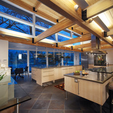 Contemporary Kitchen by roth sheppard architects