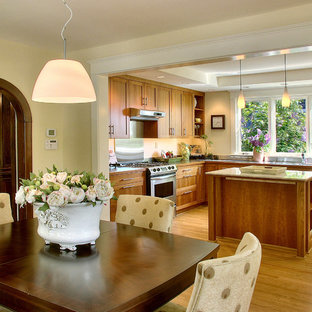 Contemporary eat-in kitchen inspiration - Trendy eat-in kitchen photo in Seattle with shaker cabinets and light wood cabinets