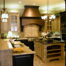Traditional Kitchen VPatrickGrayCustomHomes