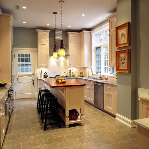 Example Of A Classic U Shaped Kitchen Design In Chicago With Granite Countertops An