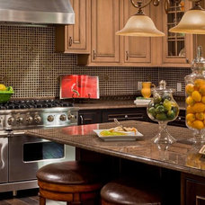Mediterranean Kitchen by Lakeville Homes