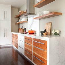 Modern Kitchen by Hall Developments