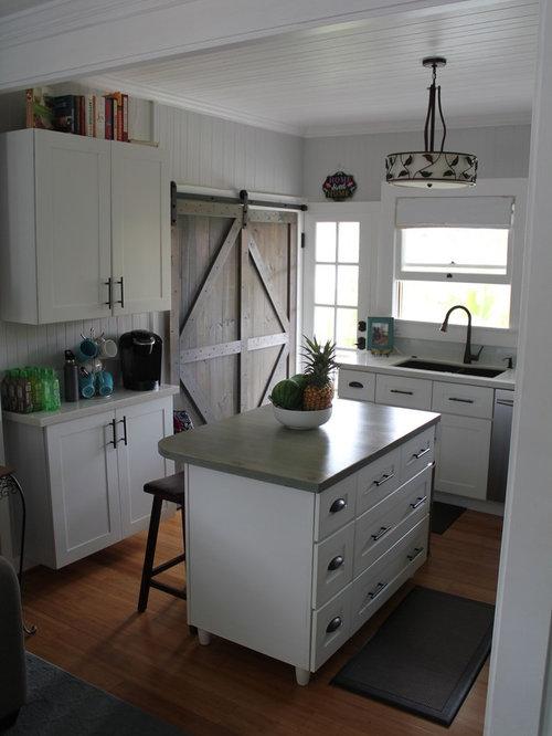 cuisine bord de mer avec un sol en bambou photos et. Black Bedroom Furniture Sets. Home Design Ideas
