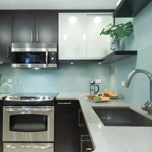 Idee per una cucina contemporanea con elettrodomestici in acciaio inossidabile