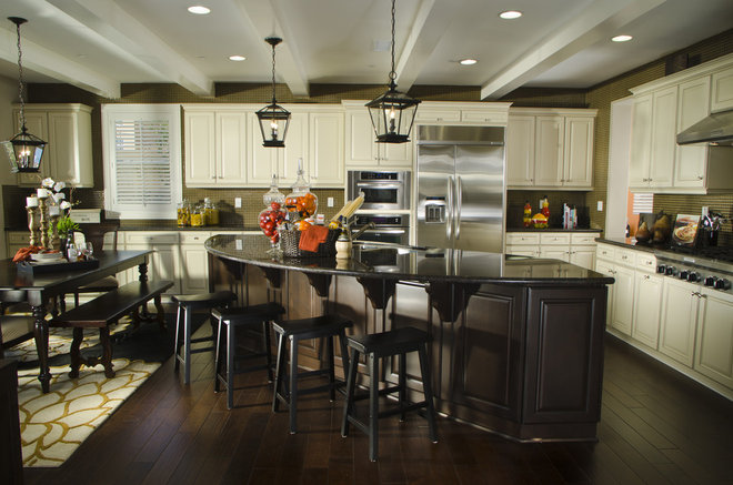 Traditional Kitchen by Possibilities for Design Inc.
